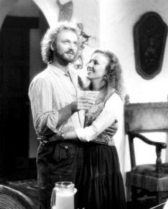 luke-and-laura-mexico-general-hospital-80s-29228859-401-500