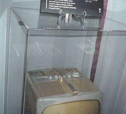 MARILYN MONROE'S TELEVISION SET by Geoff Lealand