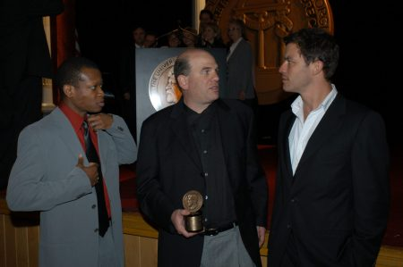 Fig. 2: David Simon at the 63rd Annual Peabody Award with two actors from The Wire: Lawrence Gilliard, Jr. (left) and Dominic West (right). Photo: Anders Krusberg / Peabody Awards, 63rd Annual Peabody Awards Luncheon, Waldorf Astoria Hotel, May 17, 2004. Creative Commons.